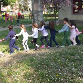 Materna Andersen: prova evacuazione, un momento dell'uscita dalla scuola