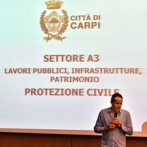 il Sindaco Bellelli mentre illustra il nuovo organigramma della Protezione Civile
