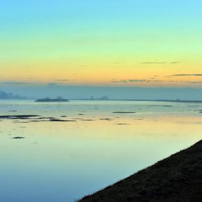07 - vista della piena argine sn. -  da ponte Bacchello a ponte Motta
